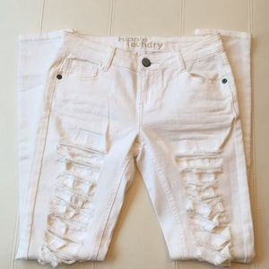 NWOT hippie laundry whit ripped distressed jeans